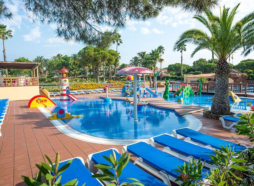 """Camping Stel al publireportaje de La Vanguardia Especial """"Resorts de Bungalows"""""""
